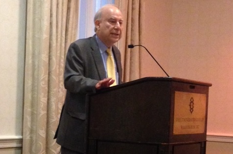 Akbar-Ahmed-speaks-at-University-Club-of-Washington-DC-iftar1